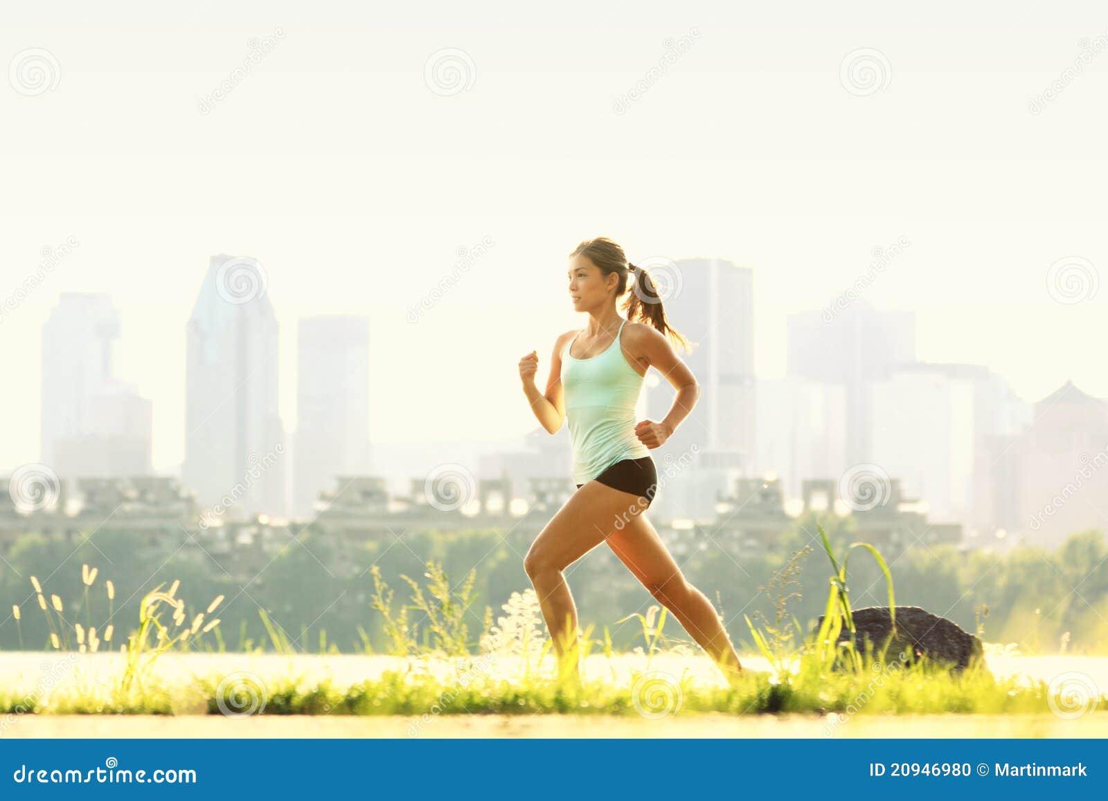 Running kvinna för stadspark
