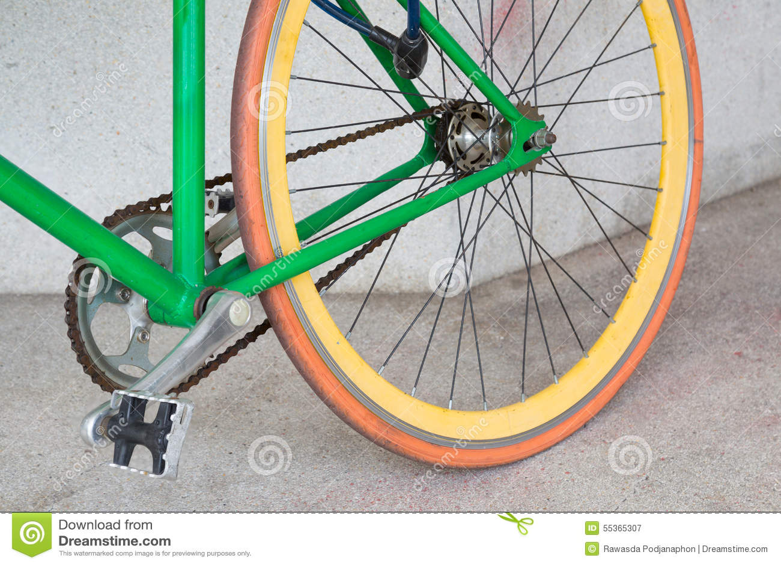 Ruota della bicicletta fissa verde dell ingranaggio