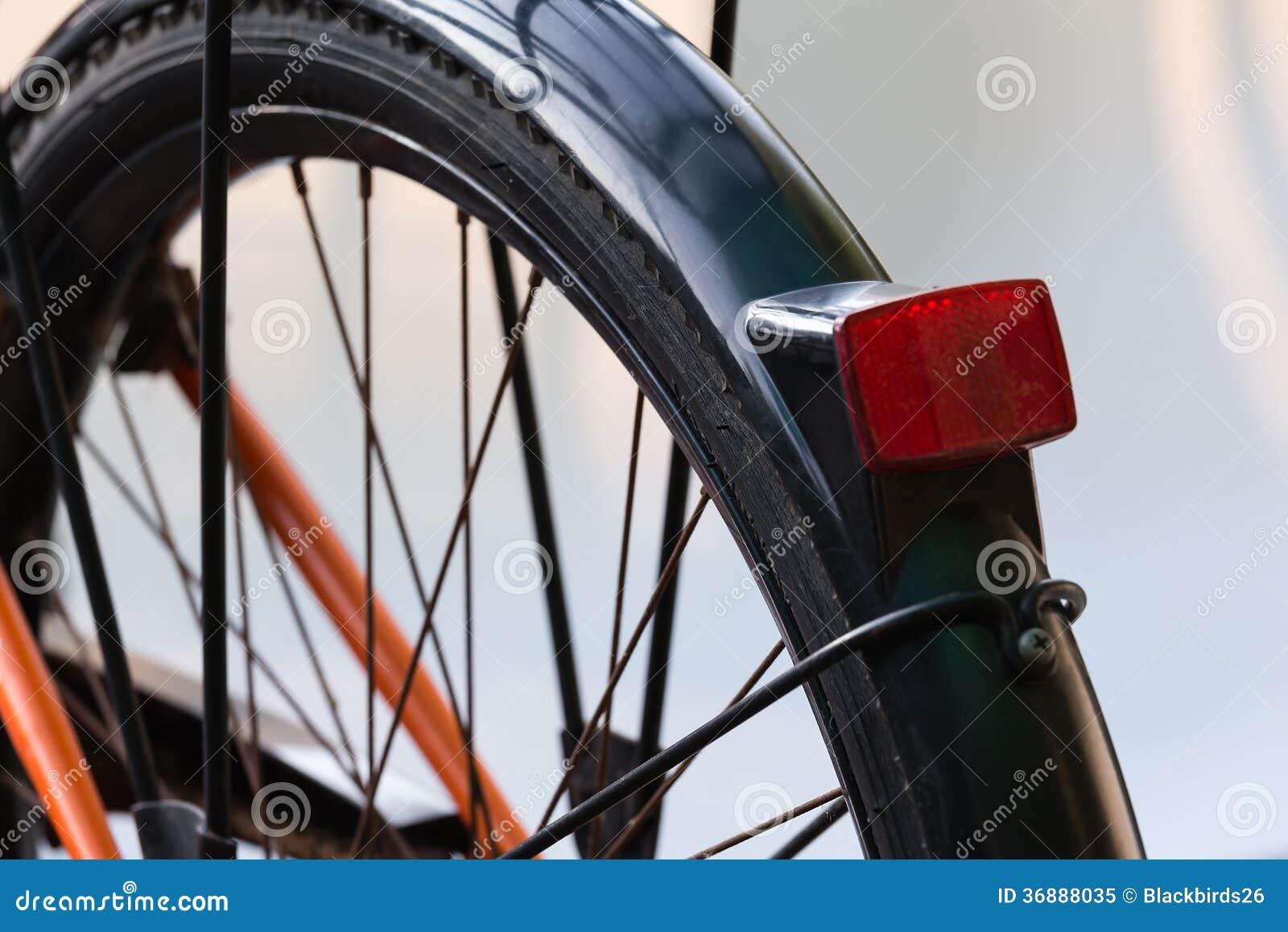 Download Ruota Posteriore Del Primo Piano Della Bicicletta Immagine Stock - Immagine di rear, esercitazione: 36888035