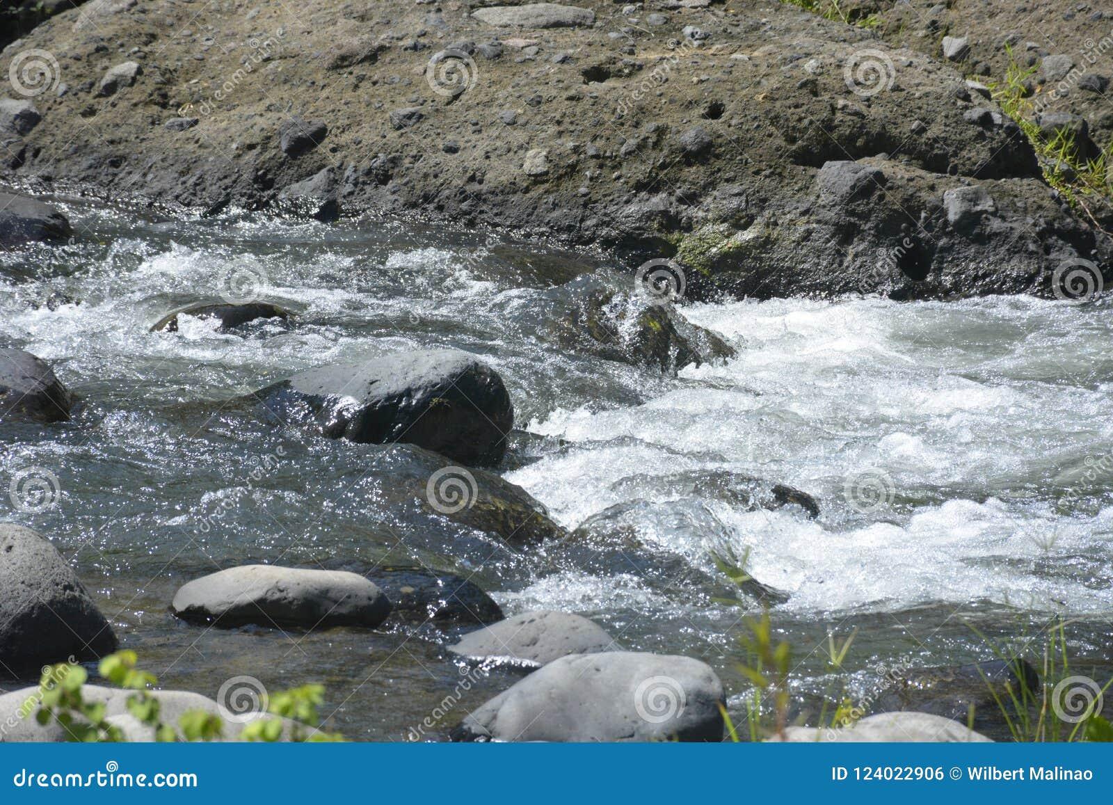 Ruparan flod som lokaliseras på barangay Ruparan, Digos stad, Davao del Sur, Filippinerna