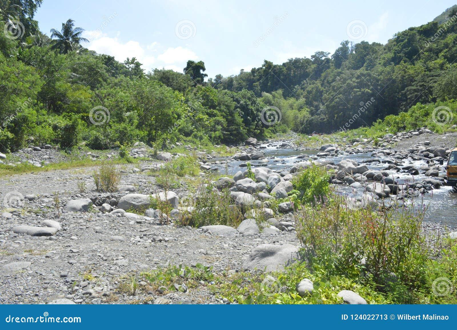 Ruparan riverbank die in barangay Ruparan, Digos-Stad, Davao del Sur, Filippijnen wordt gevestigd