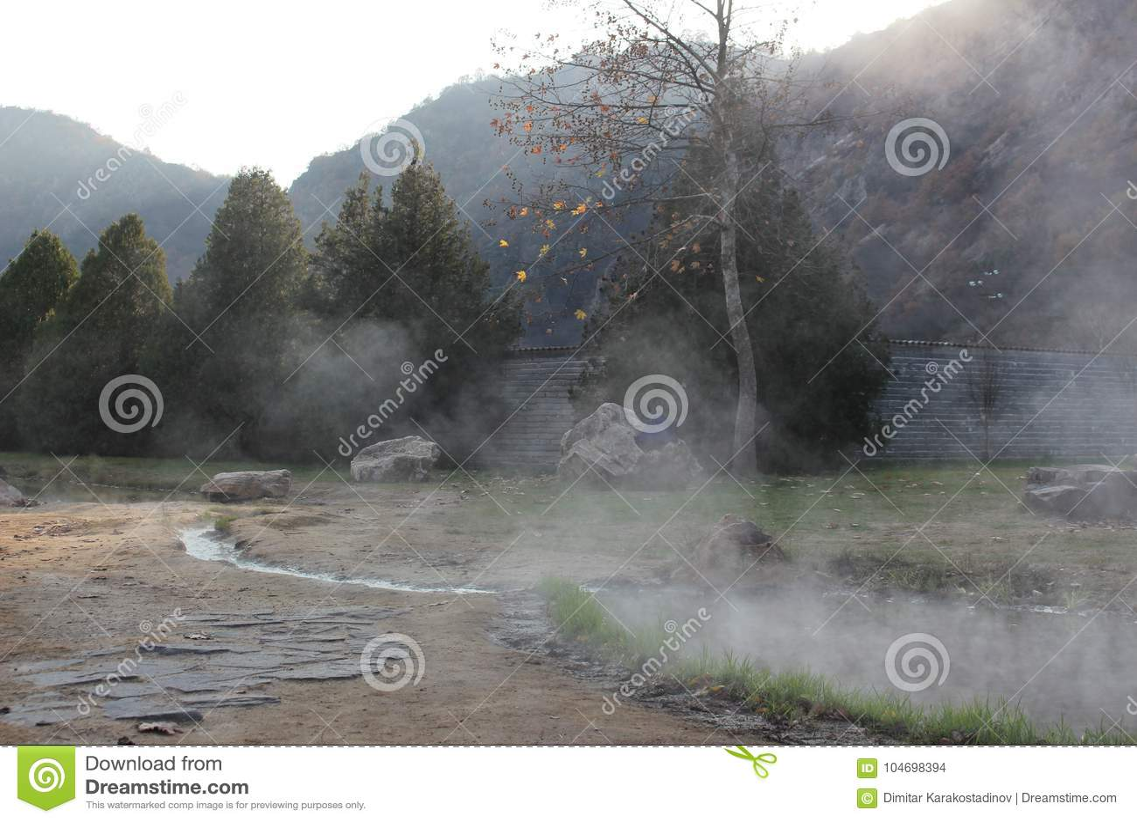 Rupite - cerca de la temperatura del vapor de agua mineral 75 grados