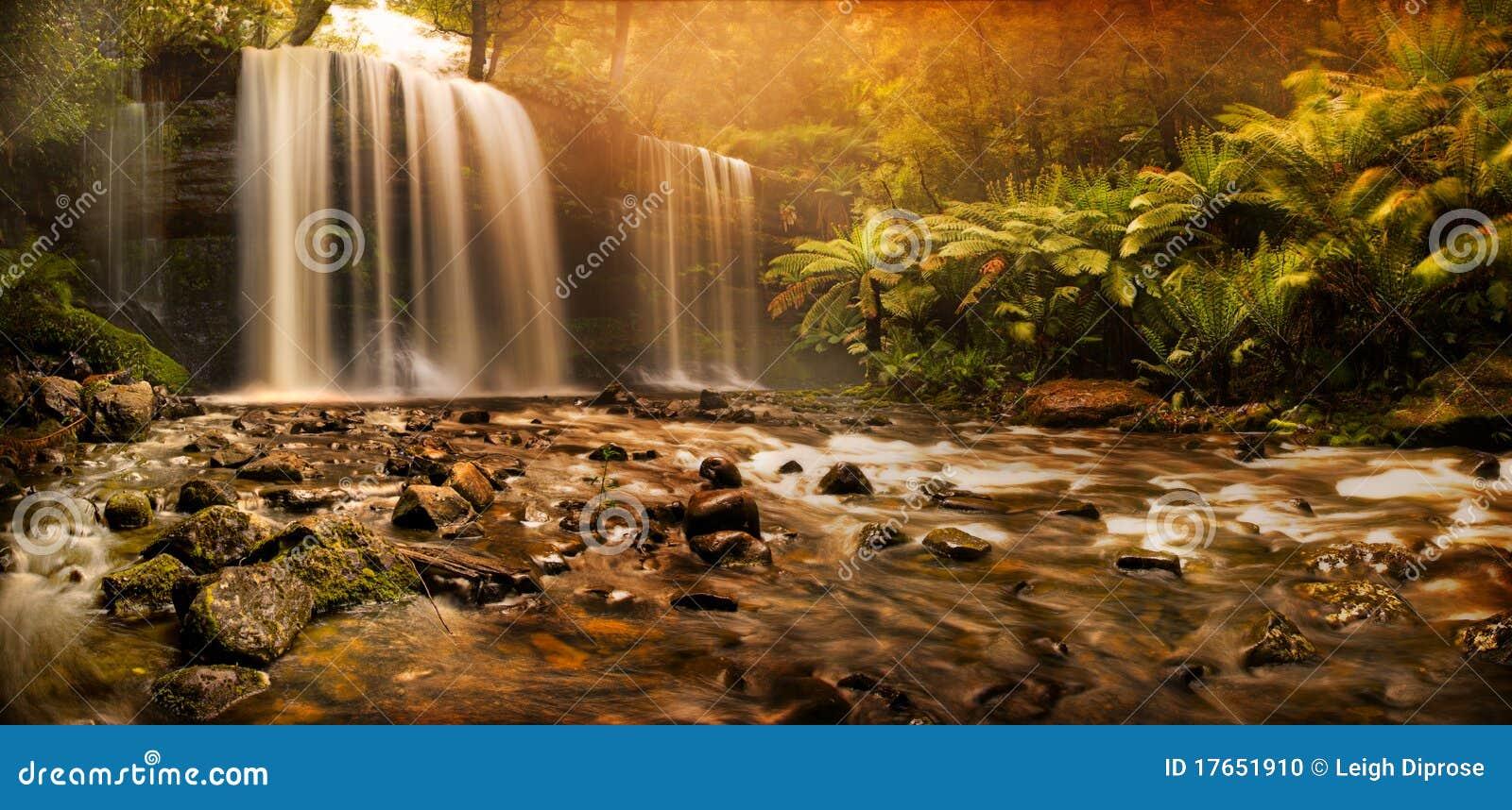 Russell fällt Wasserfall