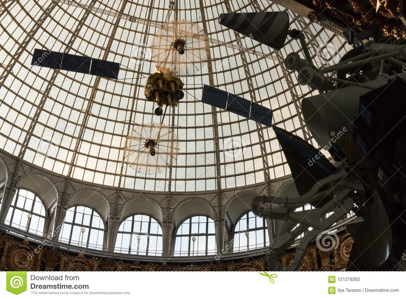 Openwork design of a dome made of glass and metal.