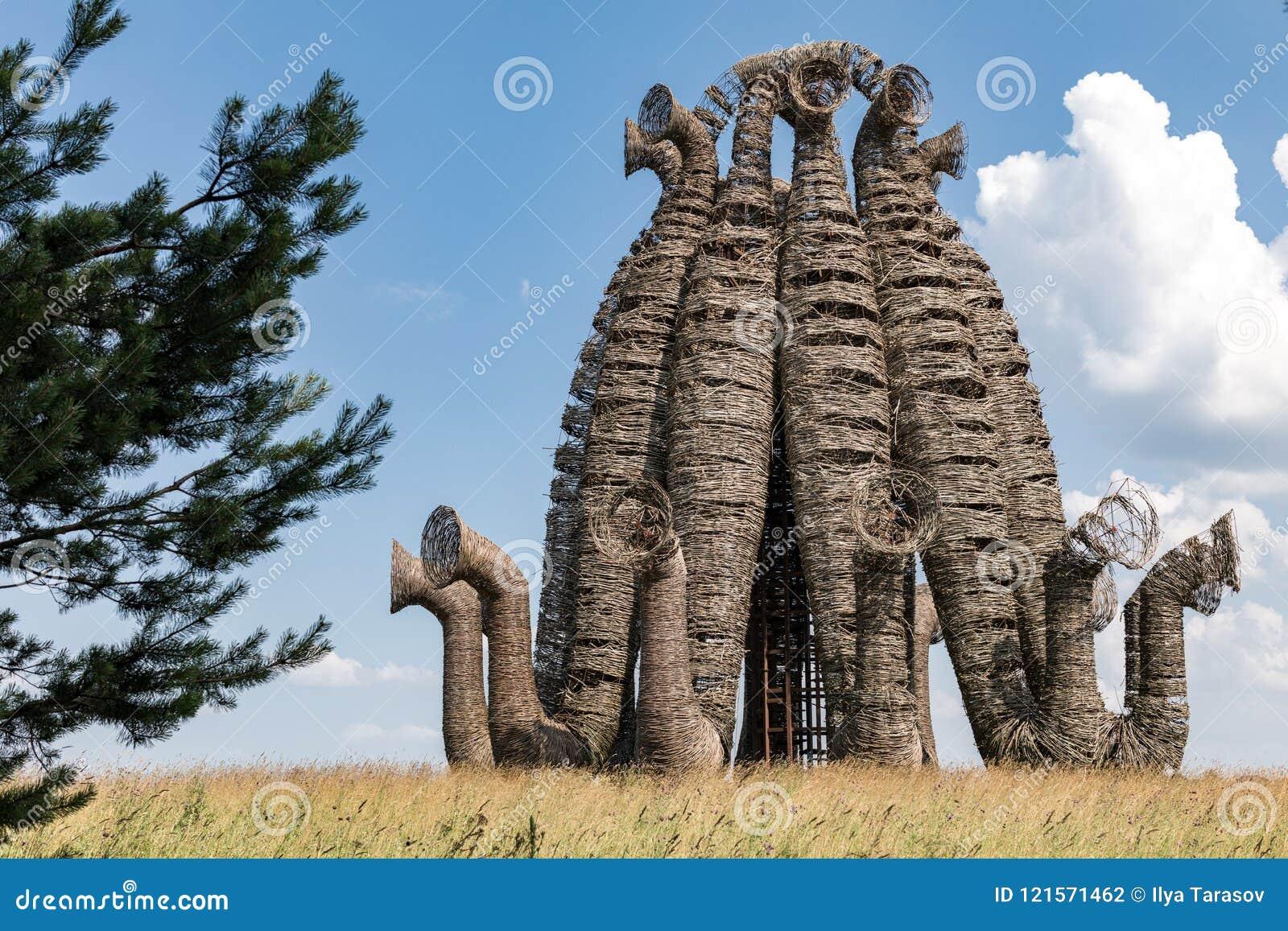 Que suis-je Martine 16/02 - bravo Ajonc Russia-nikola-lenivets-july-wooden-sculpture-bobur-art-park-national-kaluga-region-festival-landscape-objects-121571462
