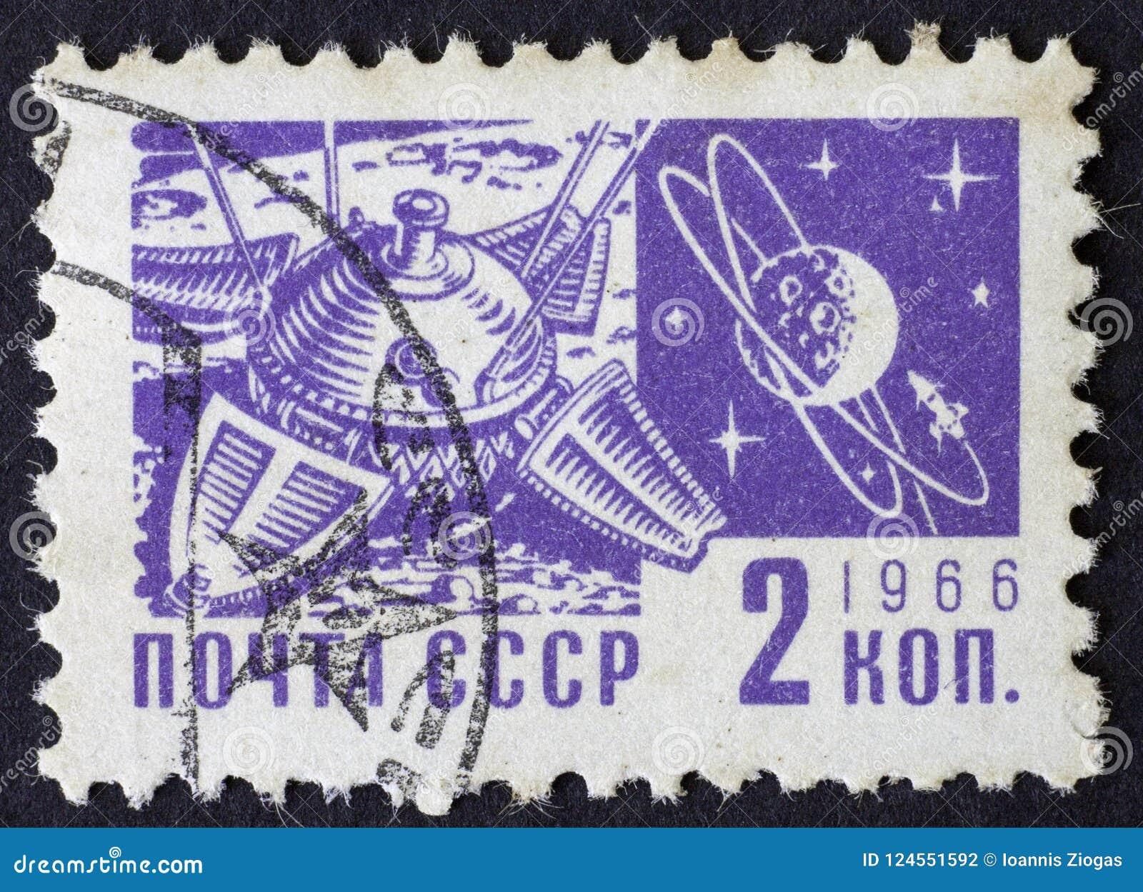 RUSSIA/USSR - CIRCA 1966: ruimte als thema gehade postzegel van 2 kopek, Moskou 1966
