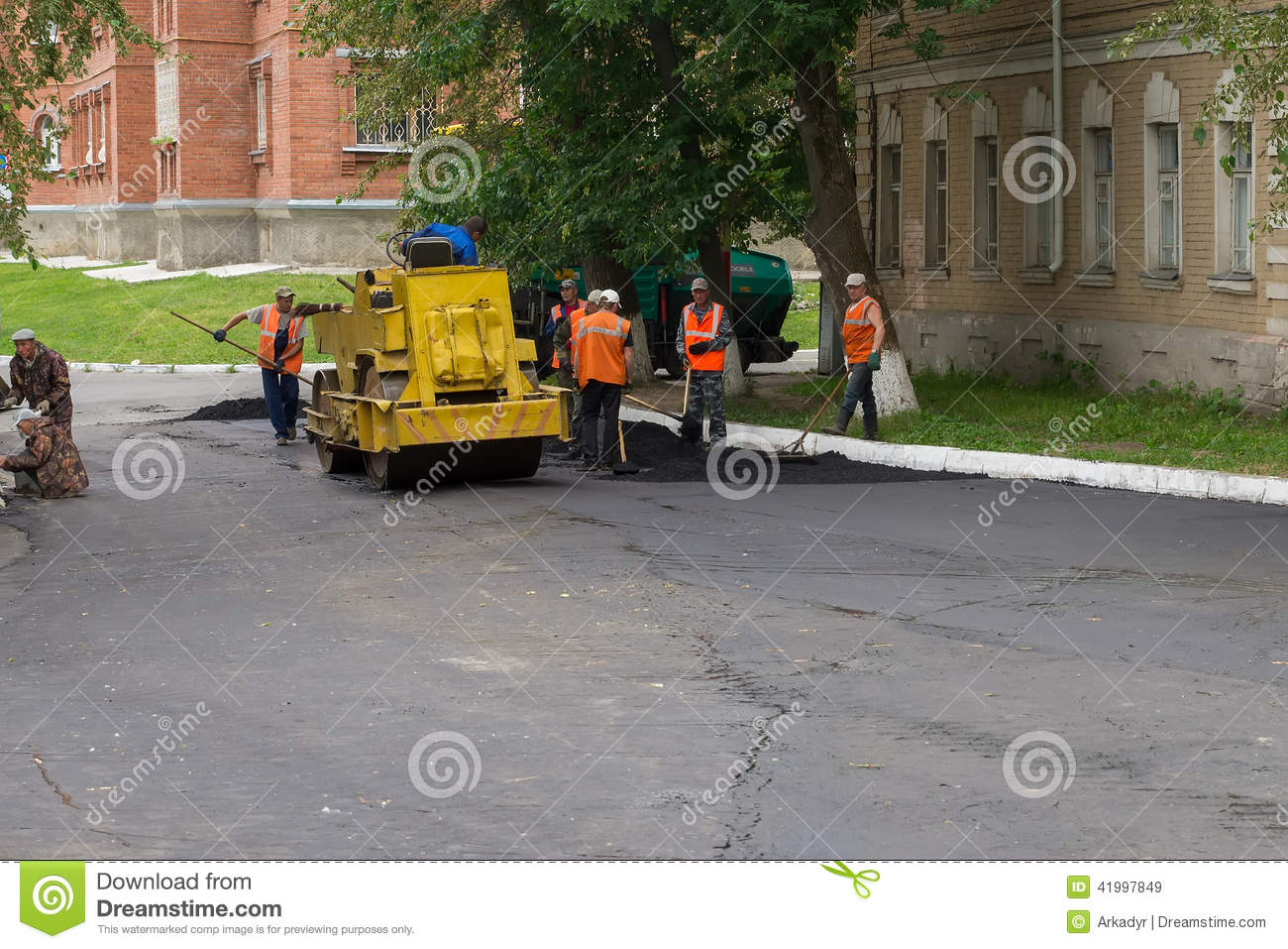 Russia. Workers Laid Asphalt. Editorial Stock Image - Image: 41997849