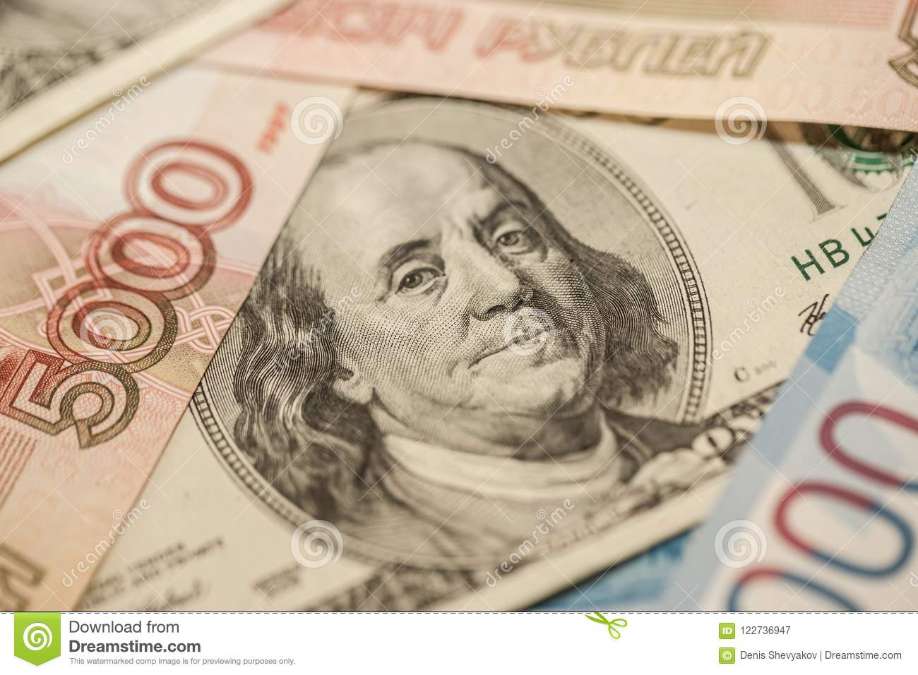 Russian and American banknotes. Fresh exchange rates. Economy of the two countries.