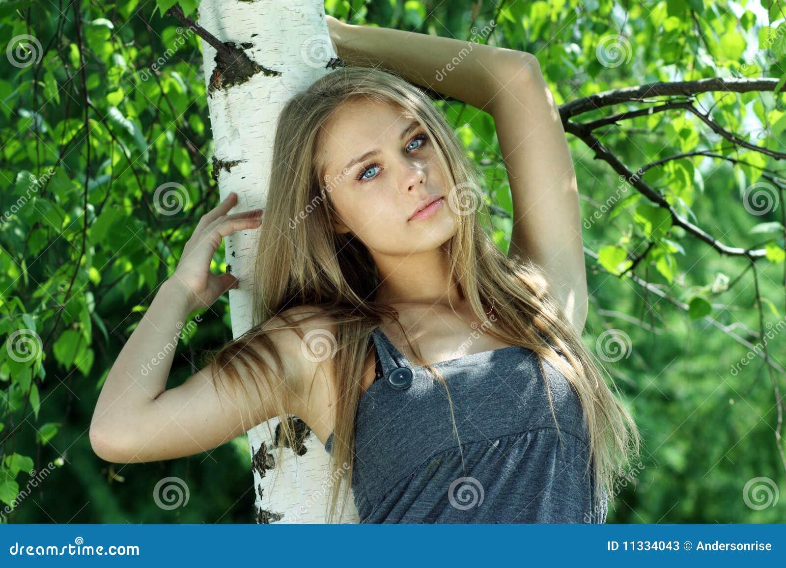 Фото красивых девушек близко 24 фотография