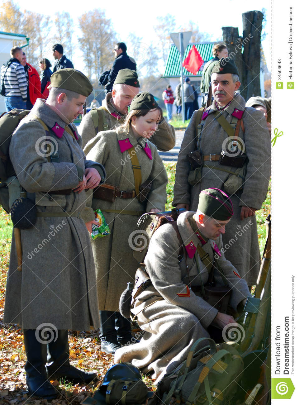 O To Ww Bing Comsquare Root 123: Russian Soldiers-reenactors Editorial Stock Photo