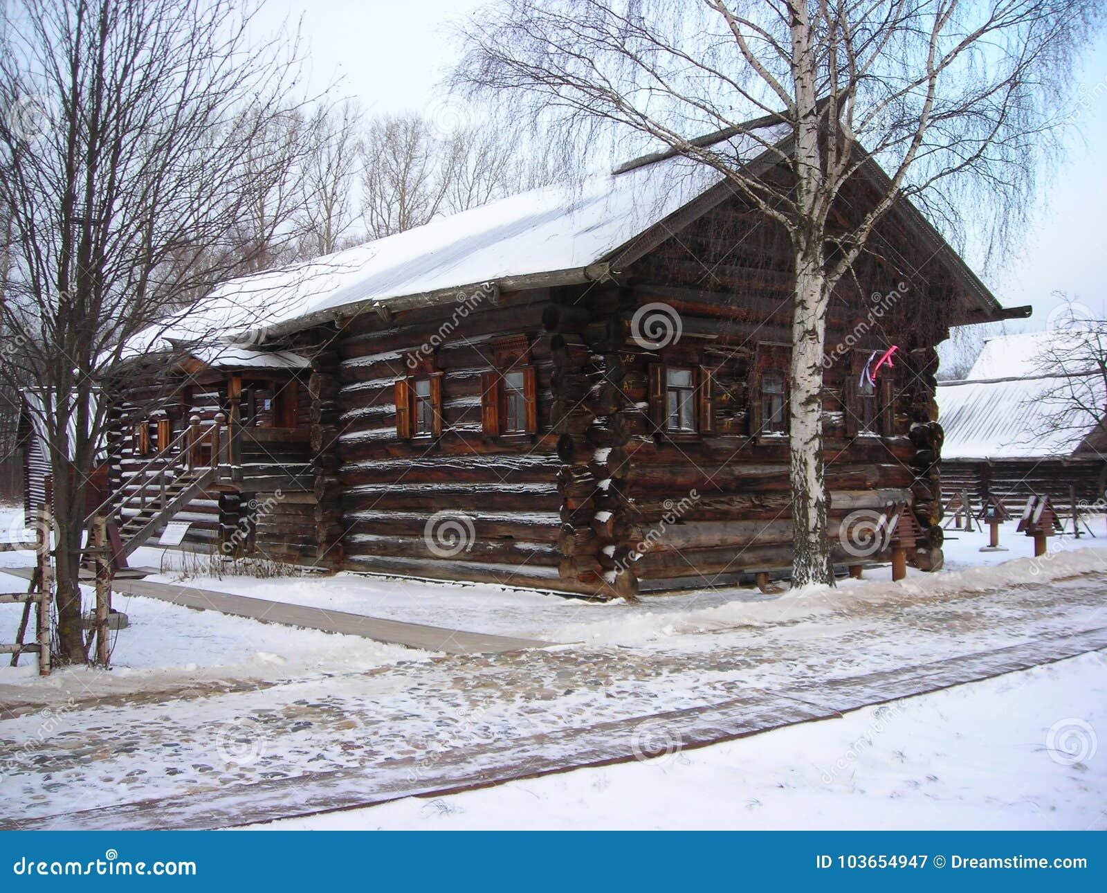 Russische Einzigartige Hölzerne Hütte Stockbild - Bild von russisch ...