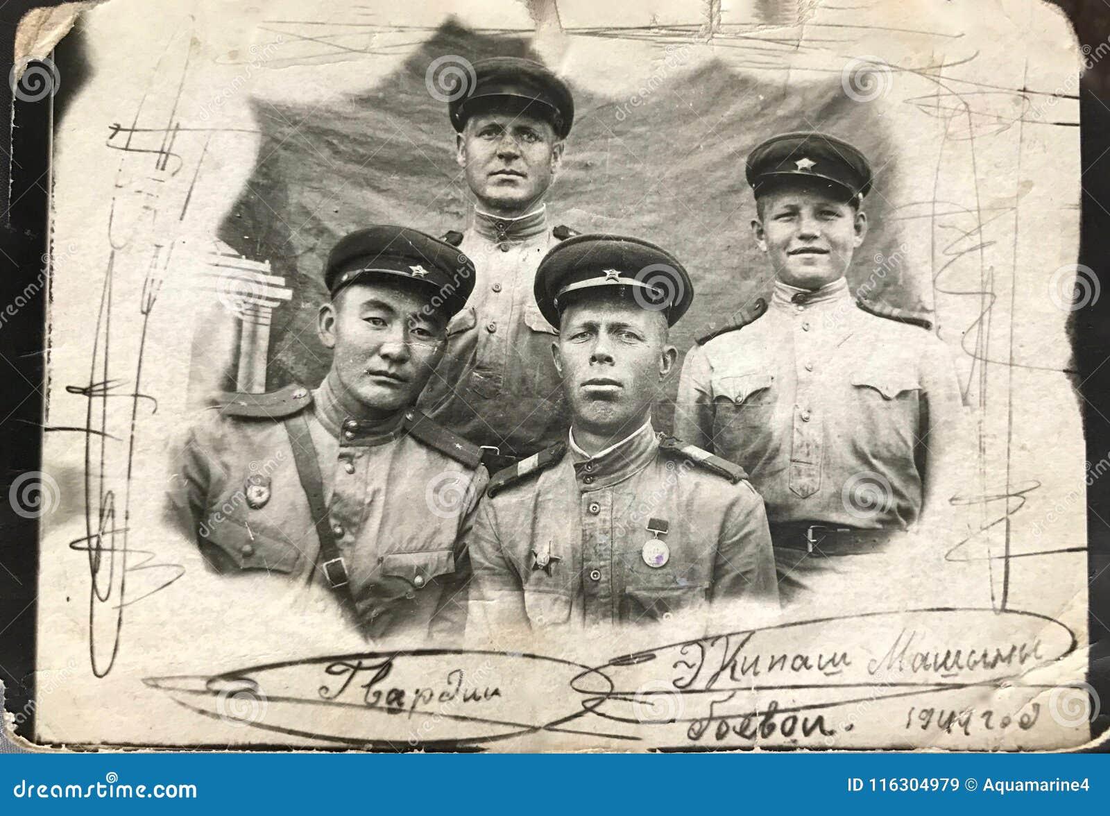 RUSSISCHE FÖDERATION, KIEW - 15. Juli 1944: Kämpfen Sie Panzerbesatzungsmitglieder, bevor Sie zum historischen Kampf bei Lwow, Uk