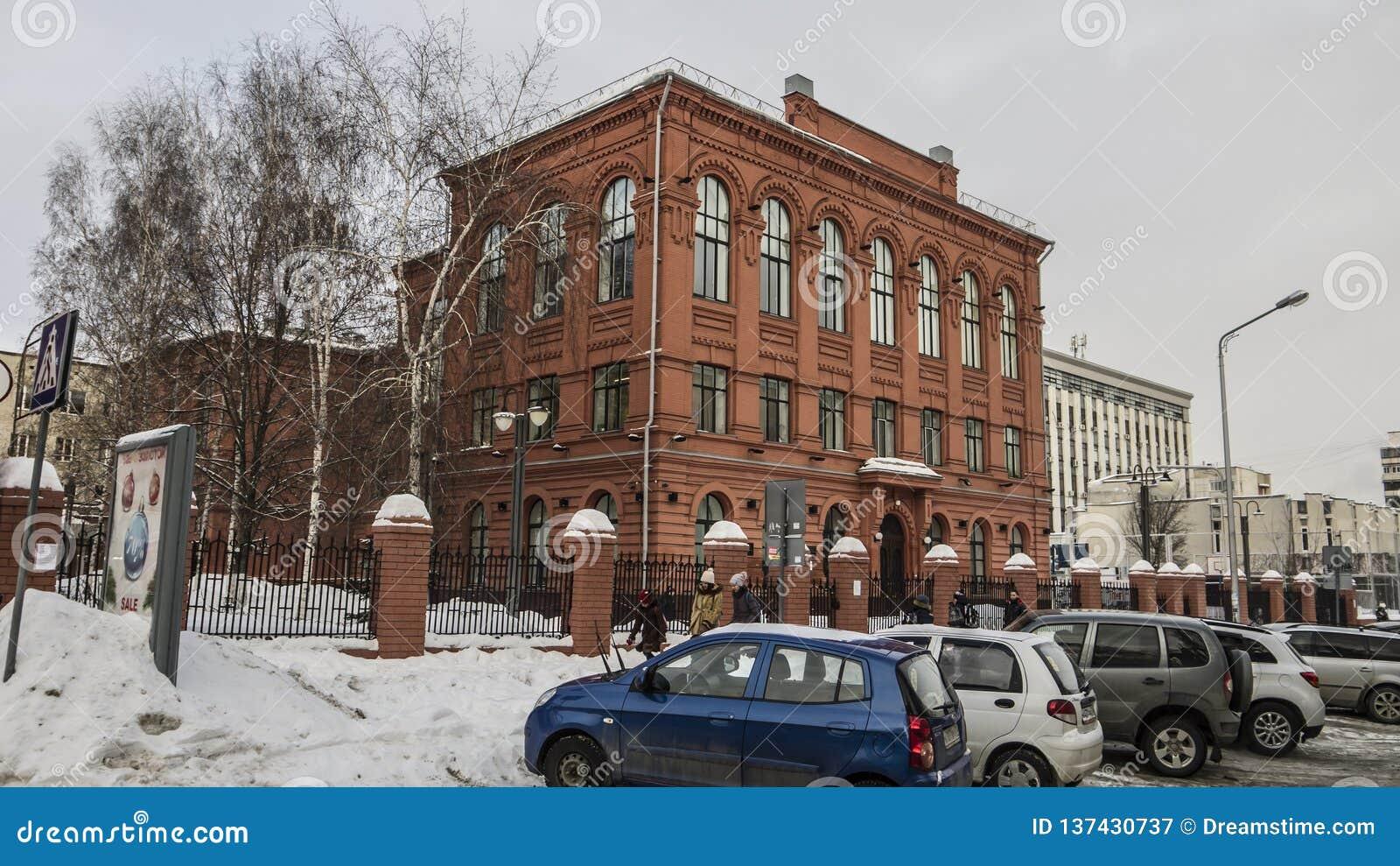 Russische Federatie, Belgorod-stad, boulevard 74 school nummer 9, een monument van mensen van architectuur
