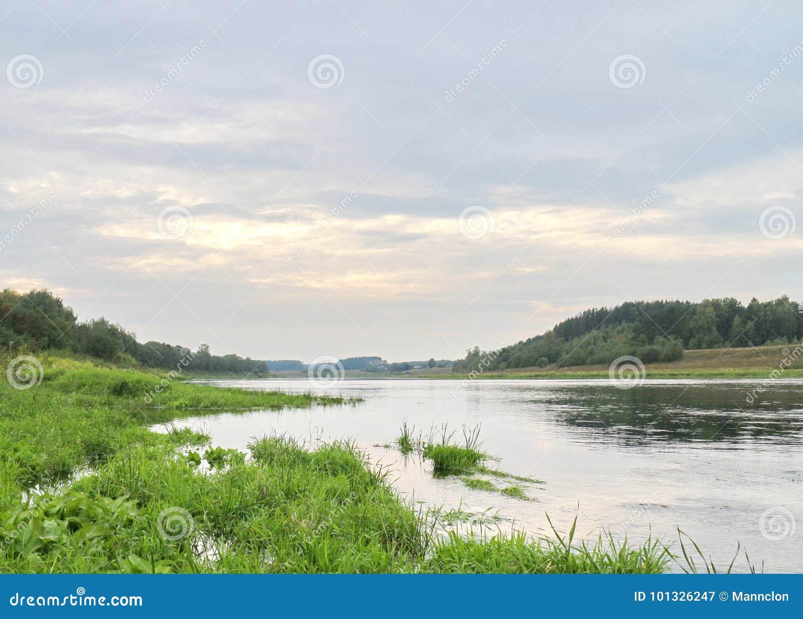 Rust op de rivierbank