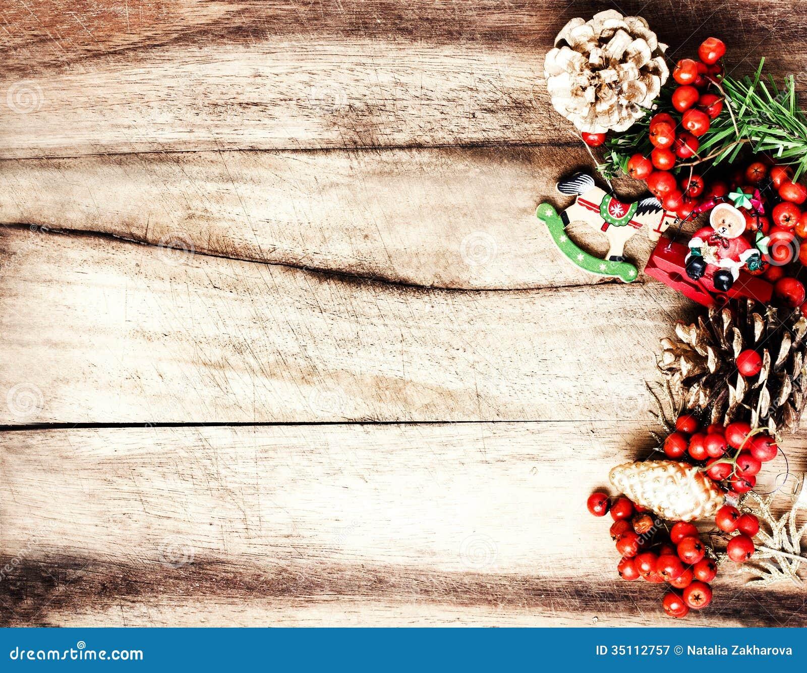 #BA1811 Rustic Christmas Decoration On Natural Wooden Board  5535 décorations de noel vintage 1300x1100 px @ aertt.com