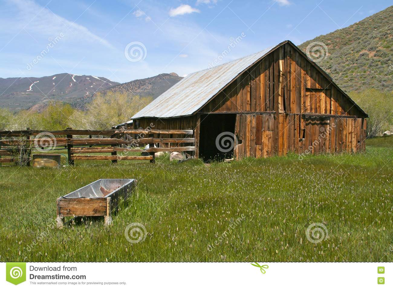 Rustic Old Abandoned Barn Royalty Free Stock Photography