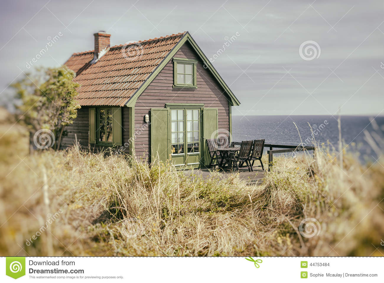 Rustic seaside cottage stock photo image of outdoors for Migliori piani casa del cottage