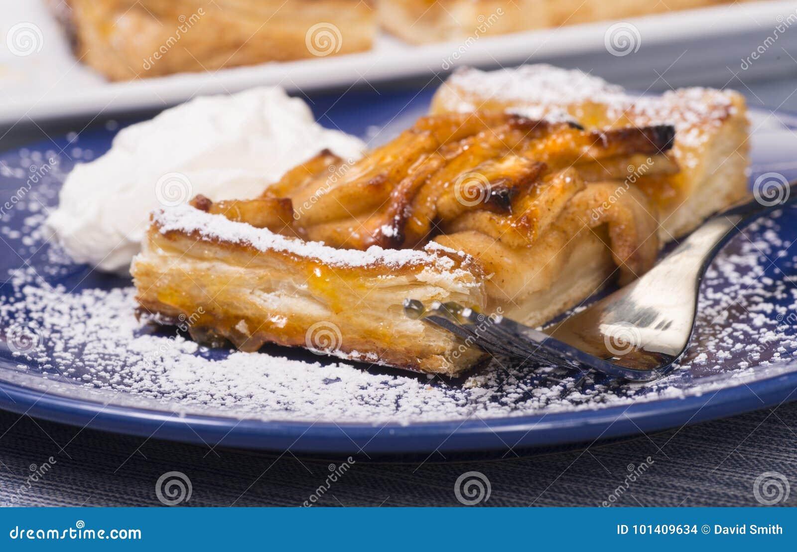 Rustieke appel scherp met een abrikozenglans en een gepoederde suiker