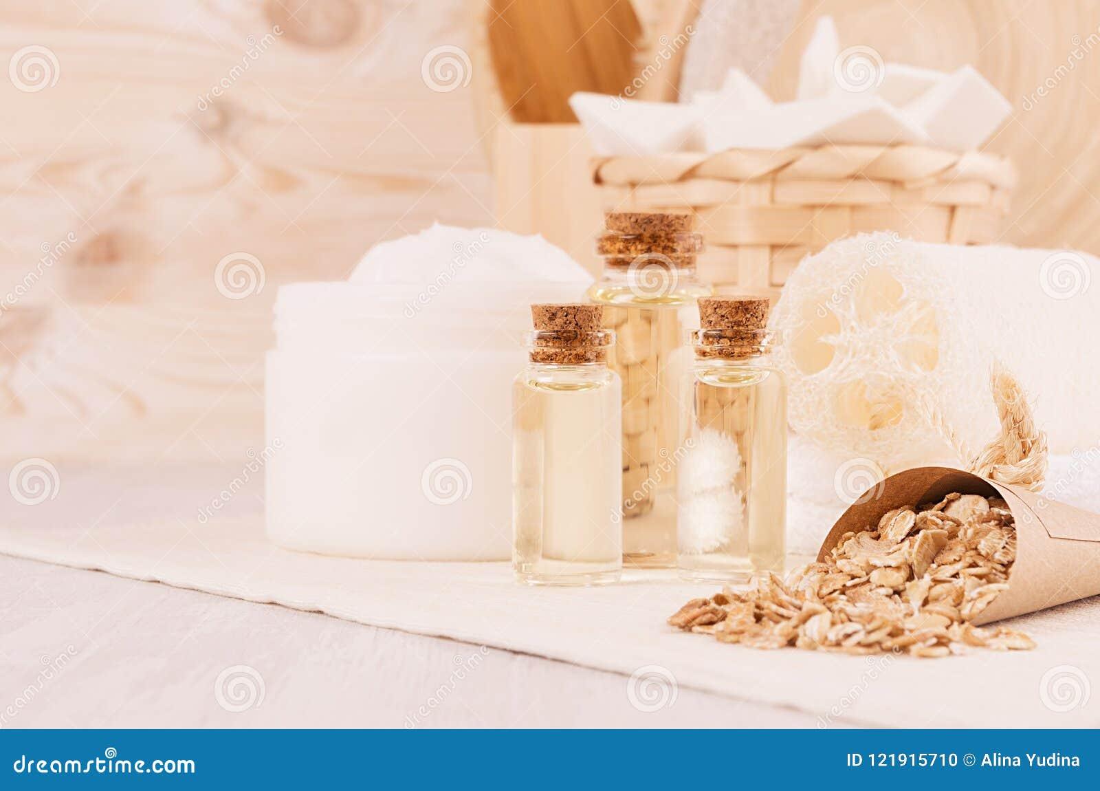 Rustieke witte eigengemaakte schoonheidsmiddelenreeks natuurlijke producten voor lichaamsverzorging en badtoebehoren met aartjesc