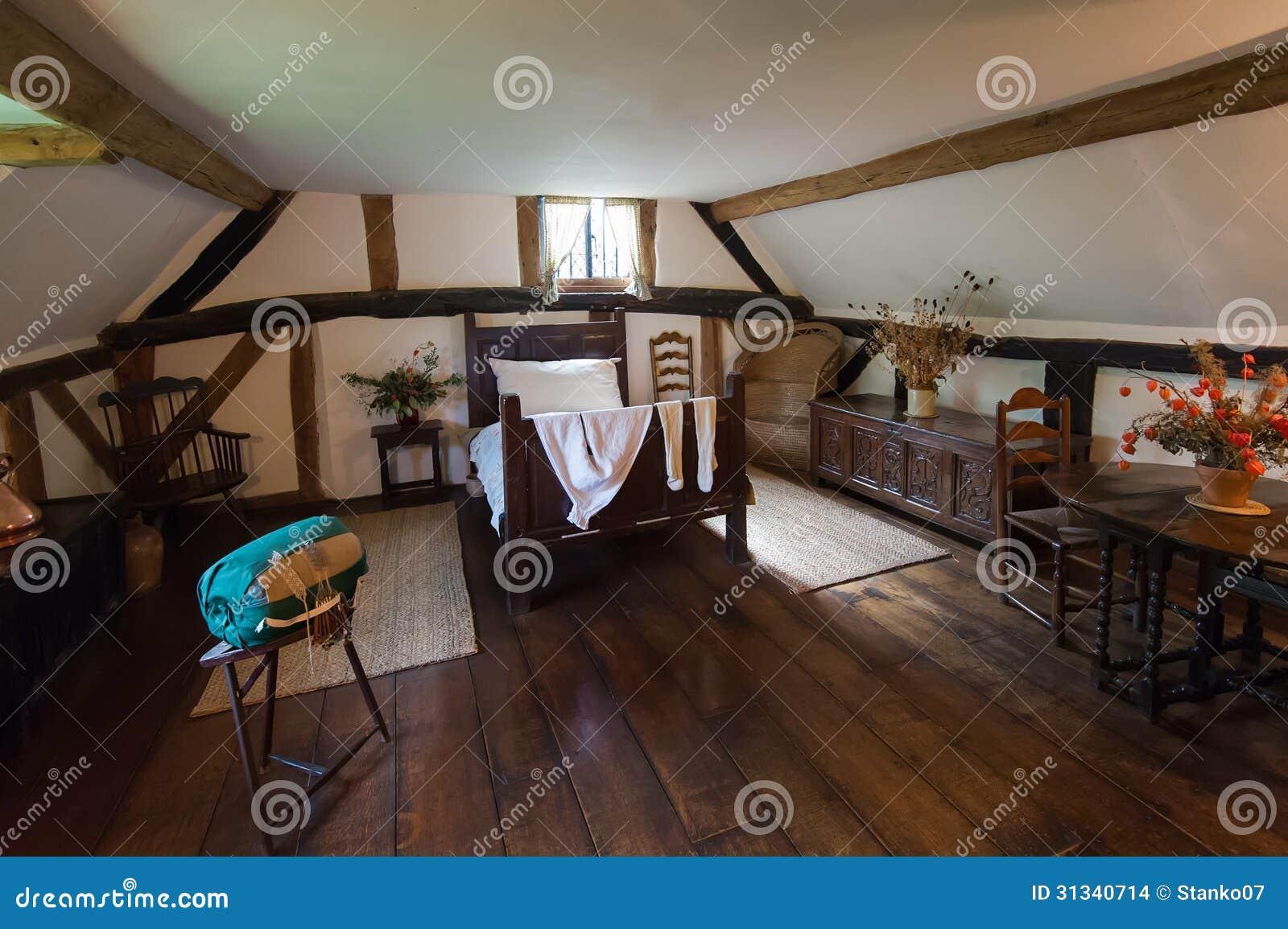 Woonkamer Rustiek : Binnenland van een woonkamer in een oud, rustiek ...