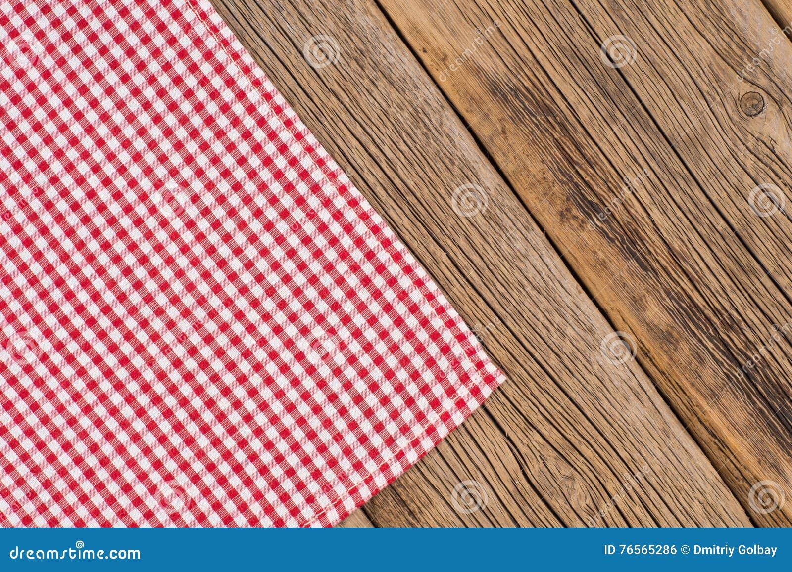 rustikale h lzerne bretter mit einer roten karierten tischdecke stockfoto bild 76565286. Black Bedroom Furniture Sets. Home Design Ideas