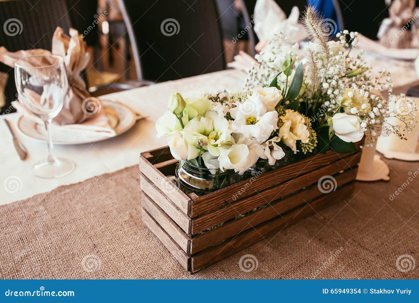 Rustikale Hochzeits Dekorationen Holzkiste Mit Blumenstrauss Von