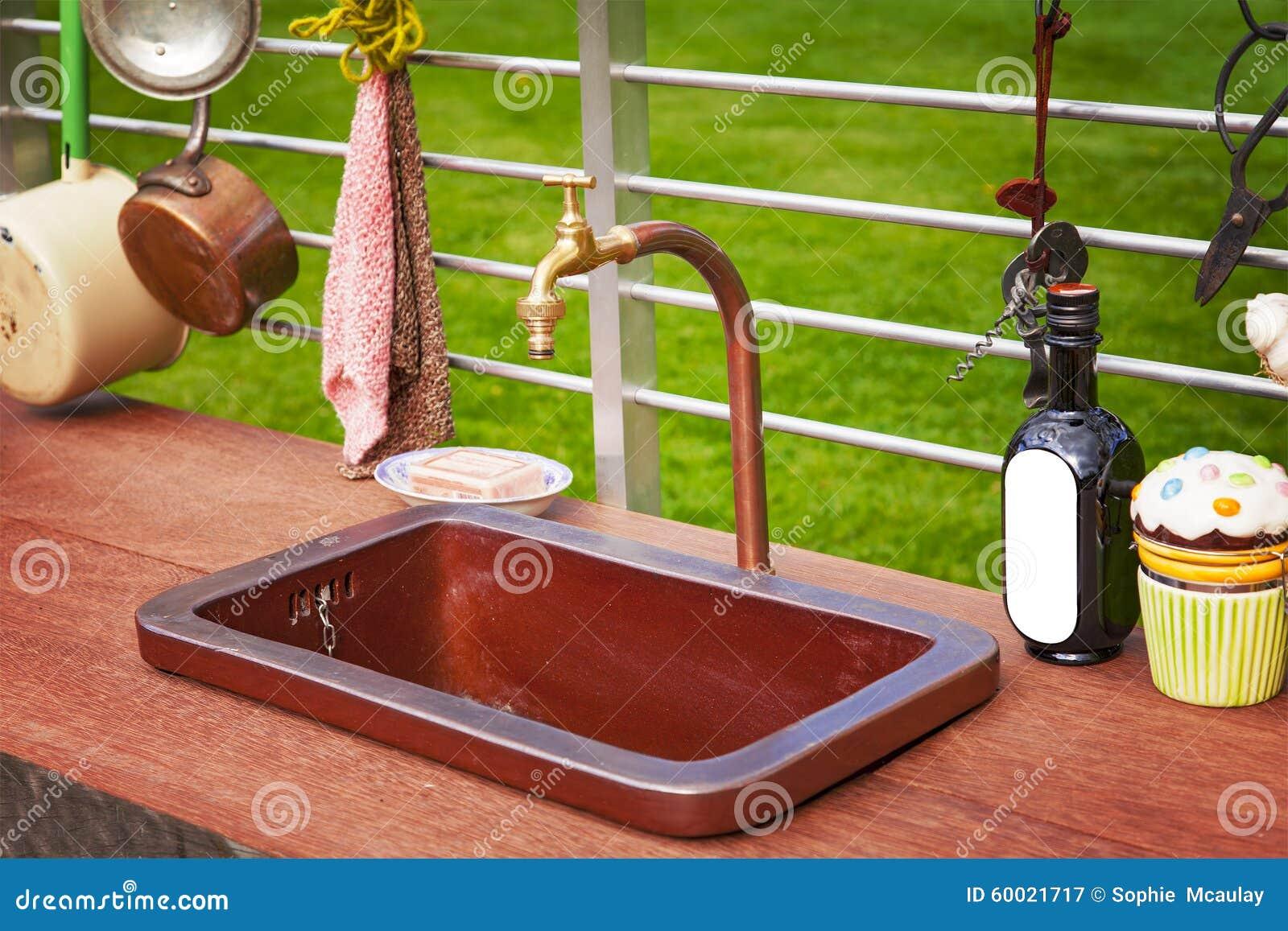 Rustikale Küche im Freien stockbild. Bild von abendessen - 60021717