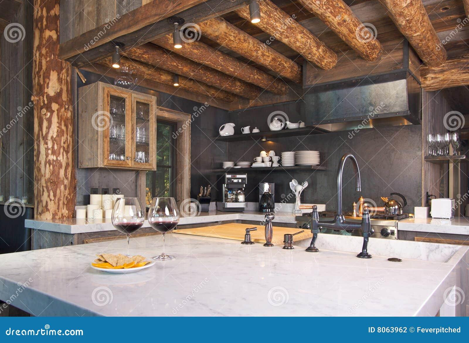 Rustikale Kabine-Küche stockfoto. Bild von remodel, dekor - 8063962