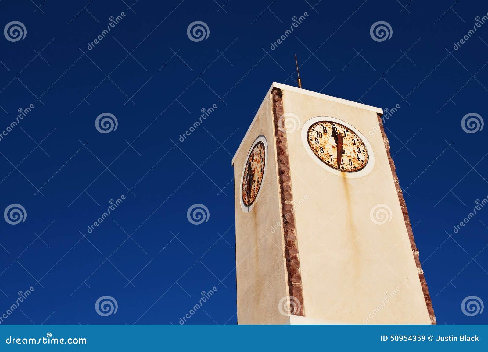 Rustikaler Glockenturm in Oia Santorini, Griechenland