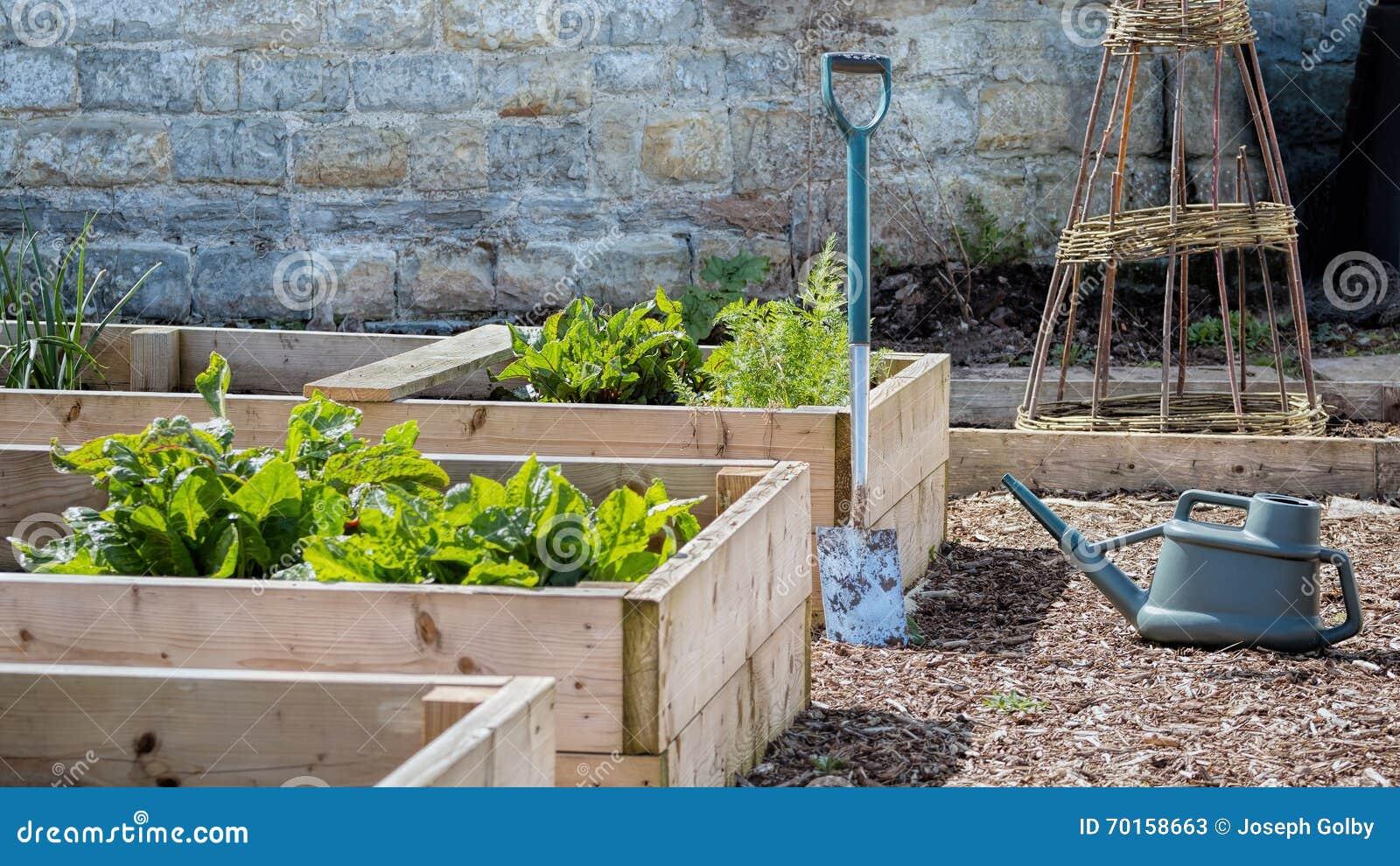 Rustikaler Land Gemuse U Blumen Garten Mit Hochbeeten Spaten U