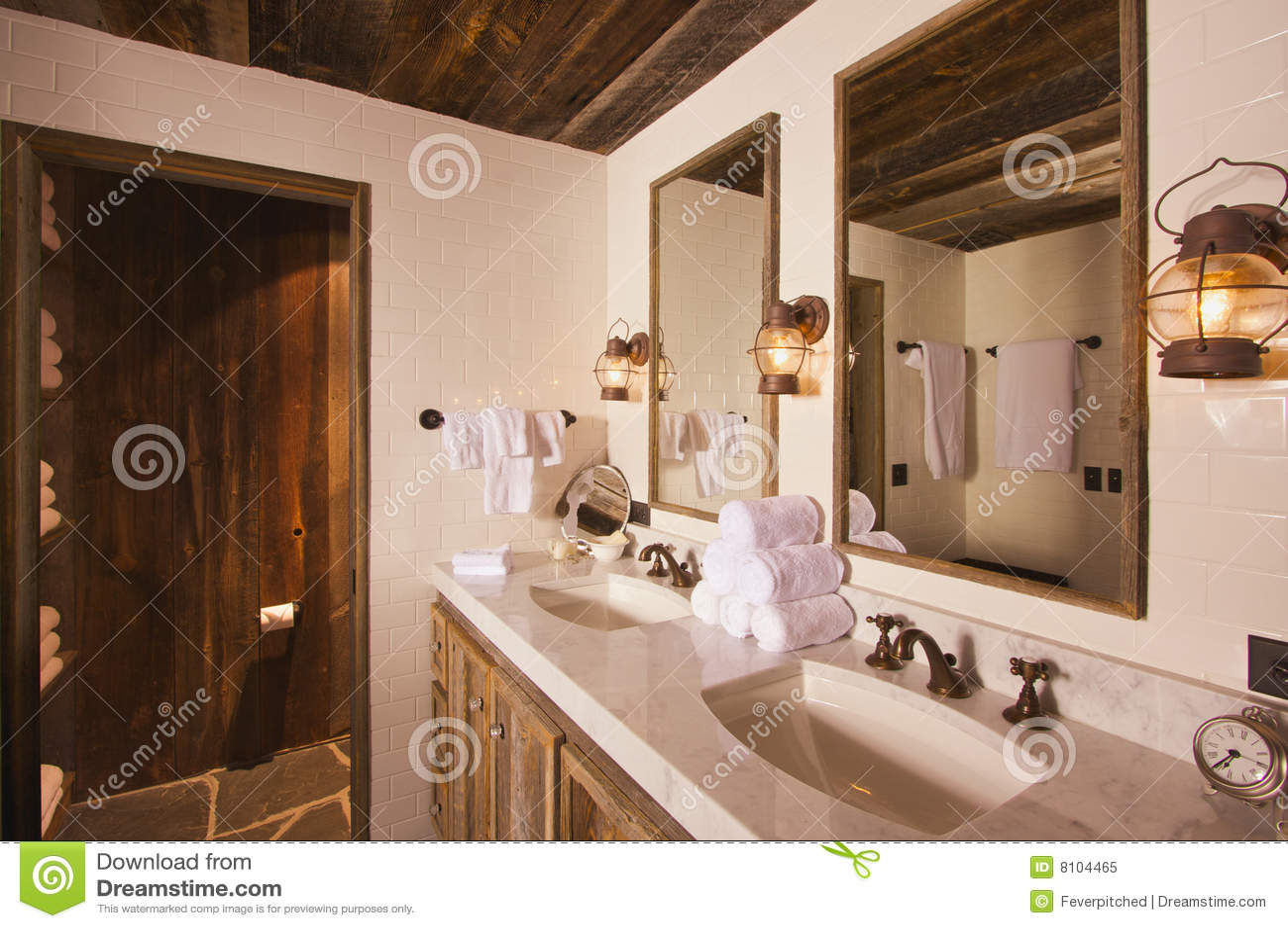Rustikales badezimmer stockbild bild von raum wanne - Rustikales badezimmer ...