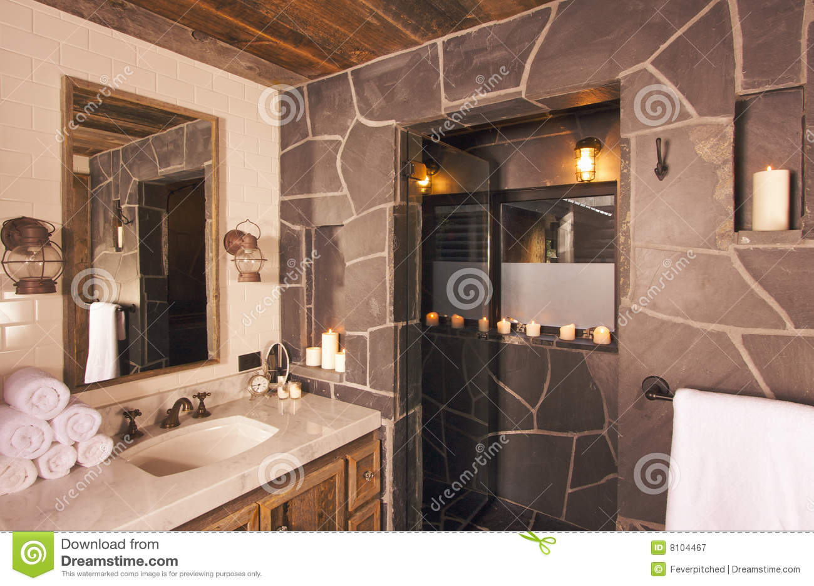 Rustikales Badezimmer stockbild. Bild von wanne, spiegel - 12