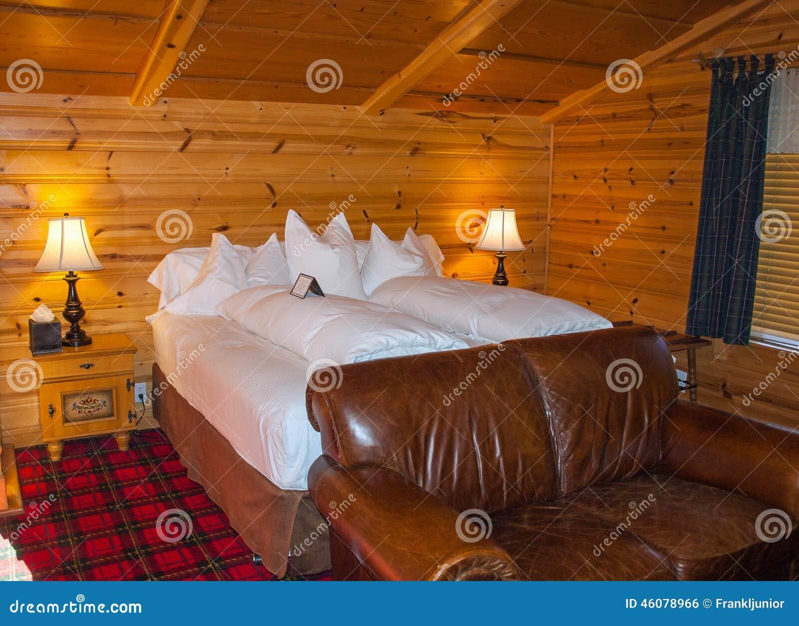 Rustikales Schlafzimmer stockfoto. Bild von frühstück - 46078966