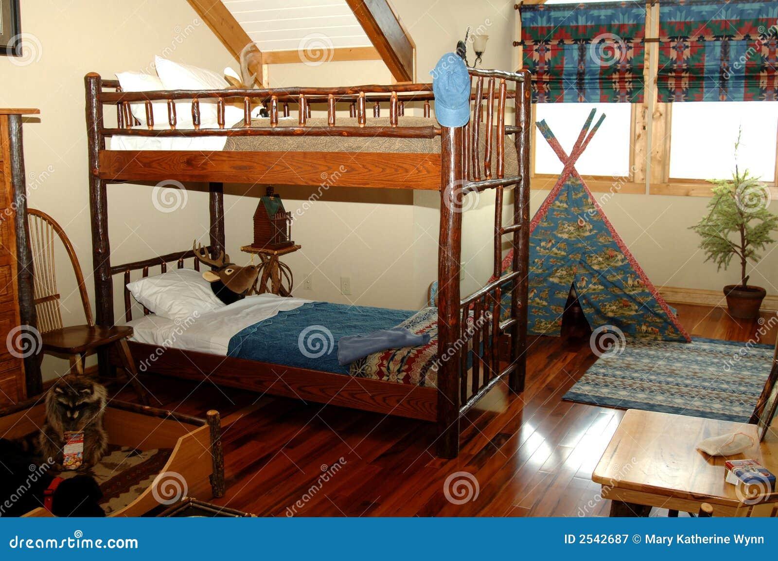 Rustikales Schlafzimmer Der Jungen Jungen Stockbild - Bild von ...