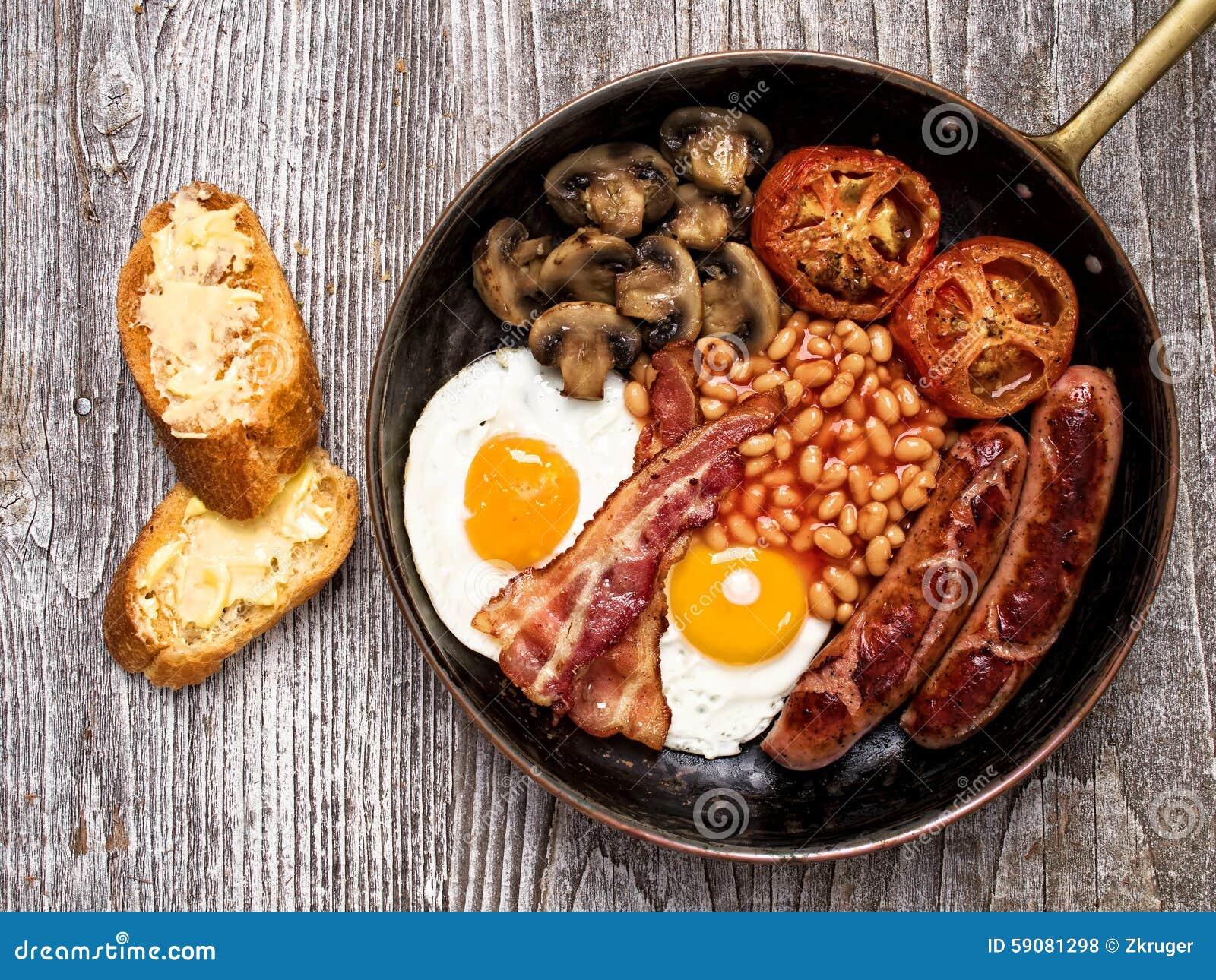 Rustikales volles englisches Frühstück