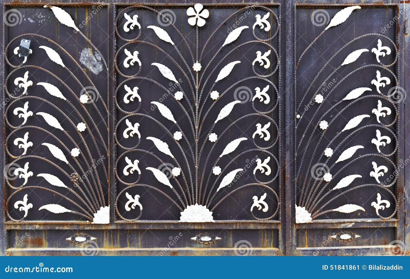 901 #82A229 Rusty Metal Door Brown Painted Steel Used Iraqi Houses Filled  image Used Metal Doors 41031300