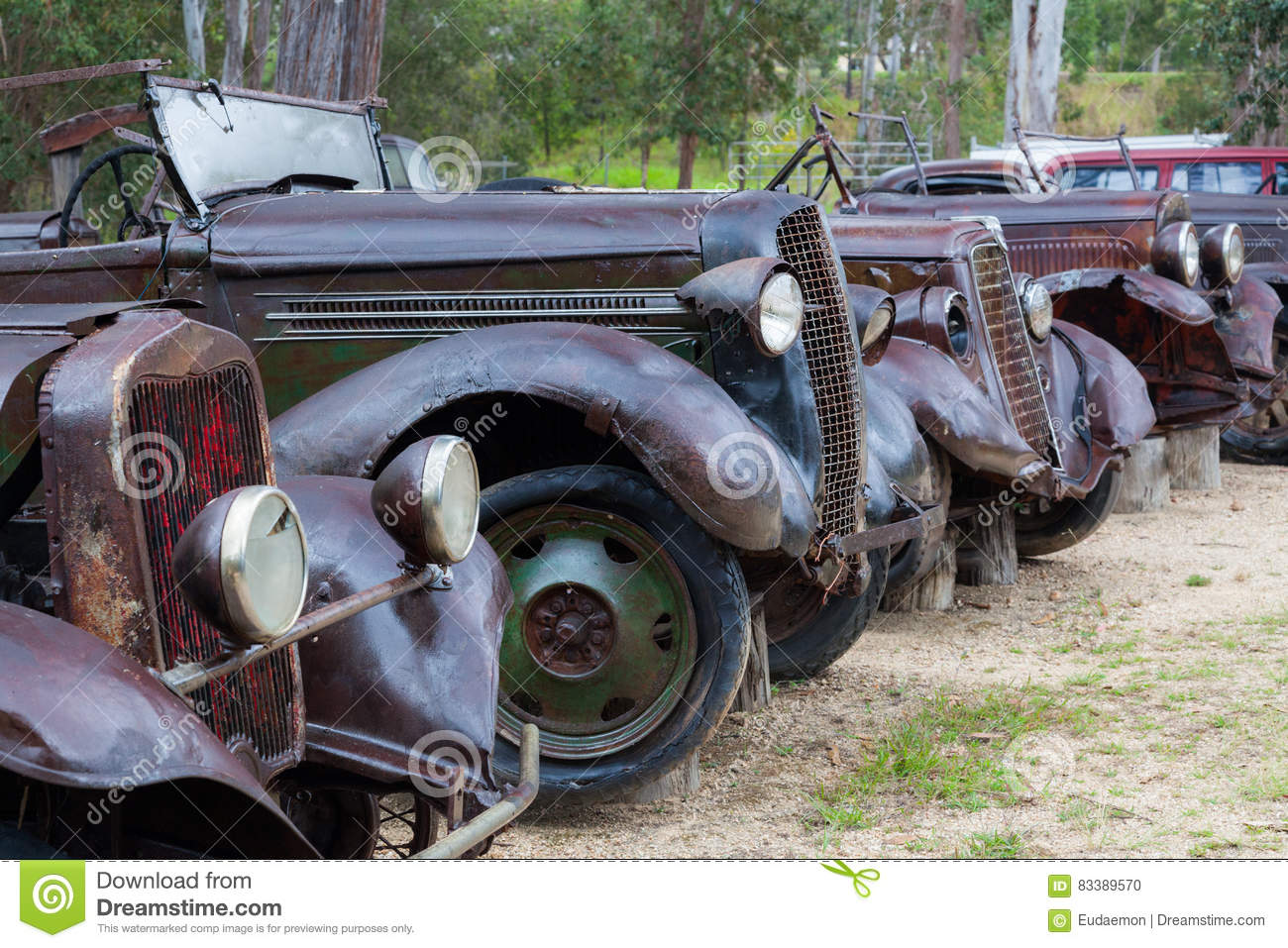 Rusty old cars editorial image. Image of rover, auto - 83389570