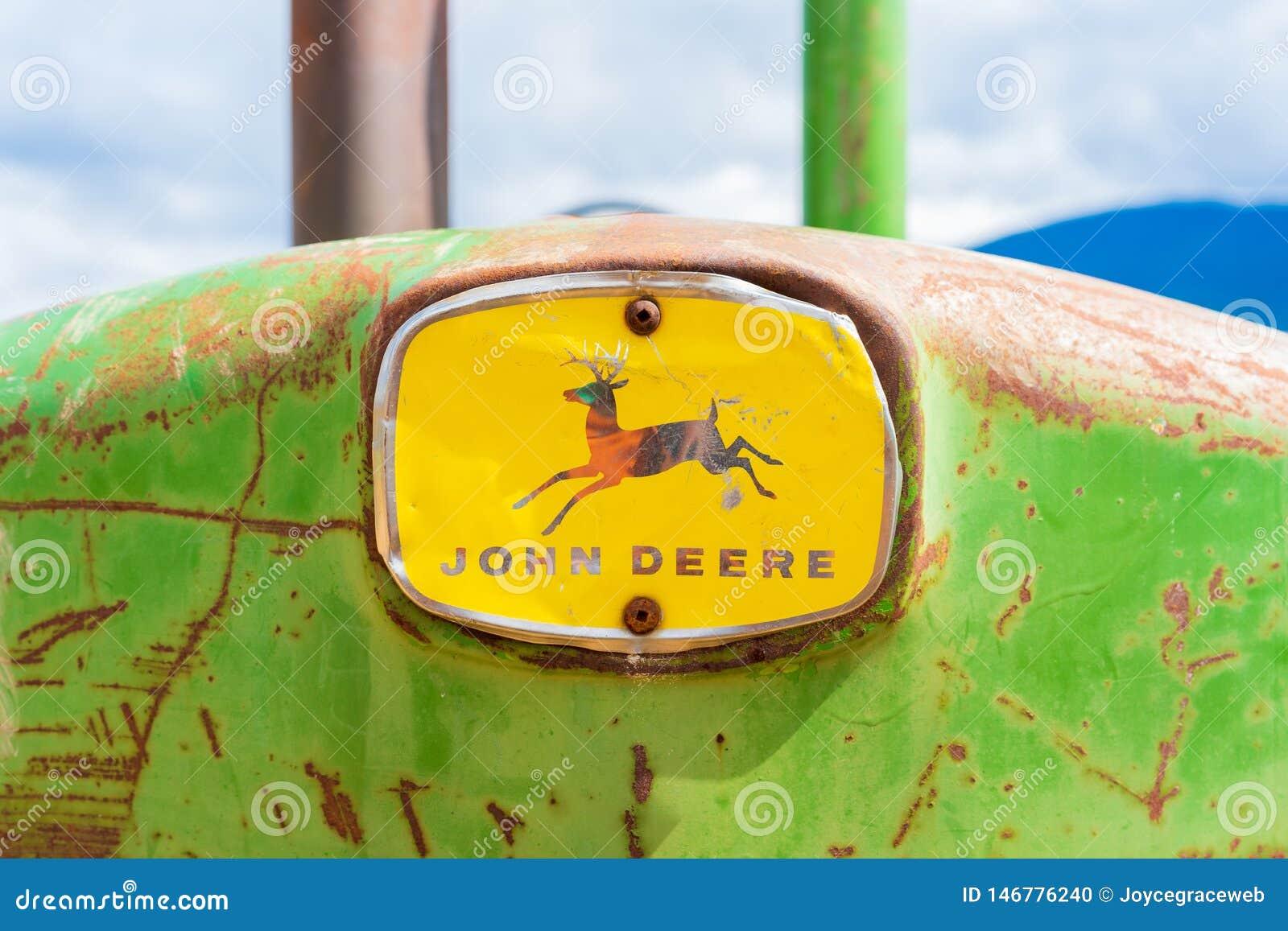 Rusy, stary antykwarski John Deere ciągnik, frontowy nos z pełnym logo, pokazywać słowo ocenę i rogacze Zielony i żółty klasyk