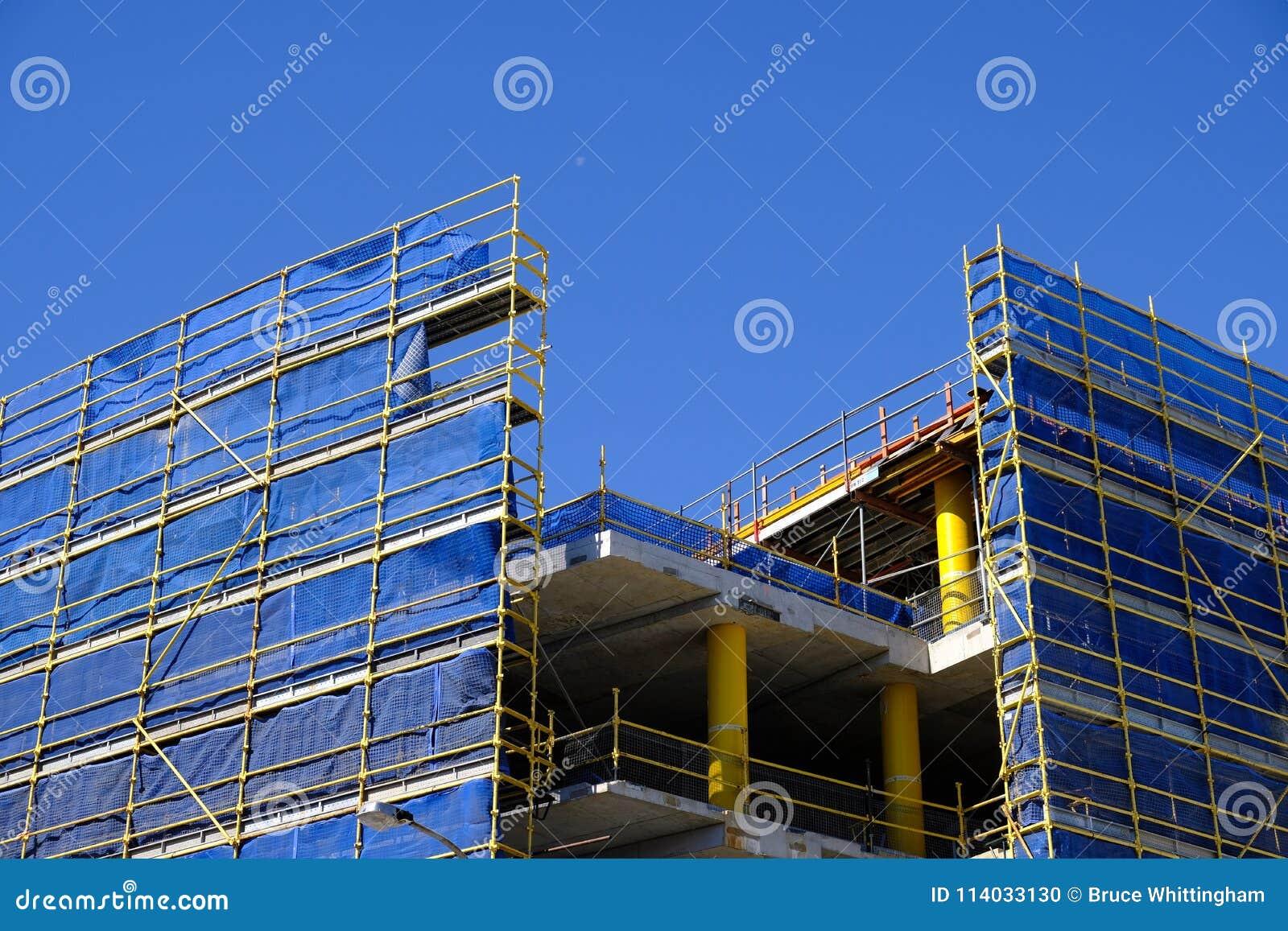 Rusztować i Błękitny Zbawczy powlekanie na budowie