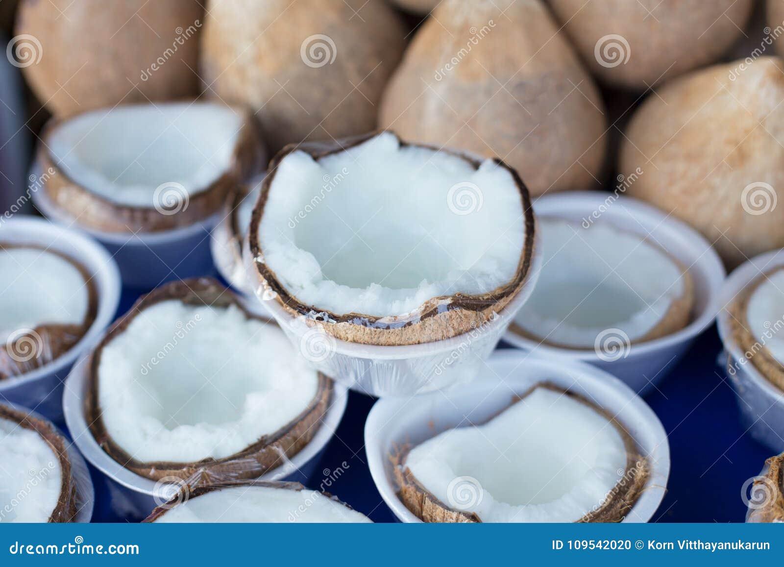 Ruw dik kokosvlees goed gezond voedsel