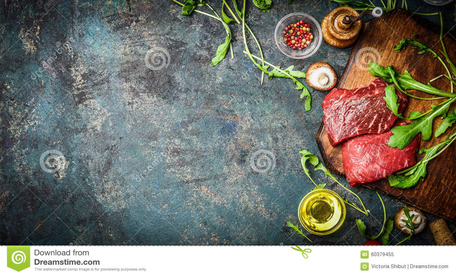 Ruw Rundvleeslapje vlees en verse ingrediënten voor het koken op rustieke achtergrond, hoogste mening, banner