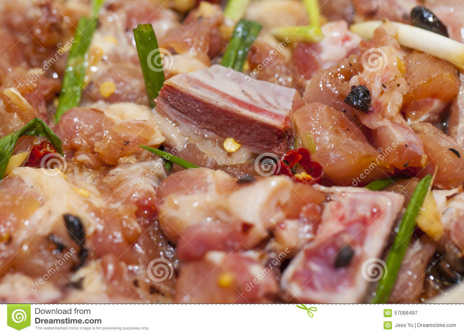 Ruw vlees met saus