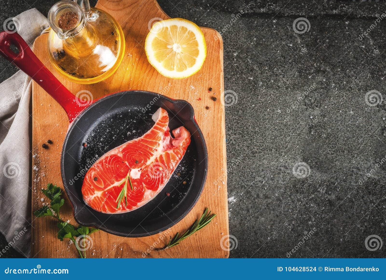 Download Ruwe verse zalmvissen stock foto. Afbeelding bestaande uit gezond - 104628524