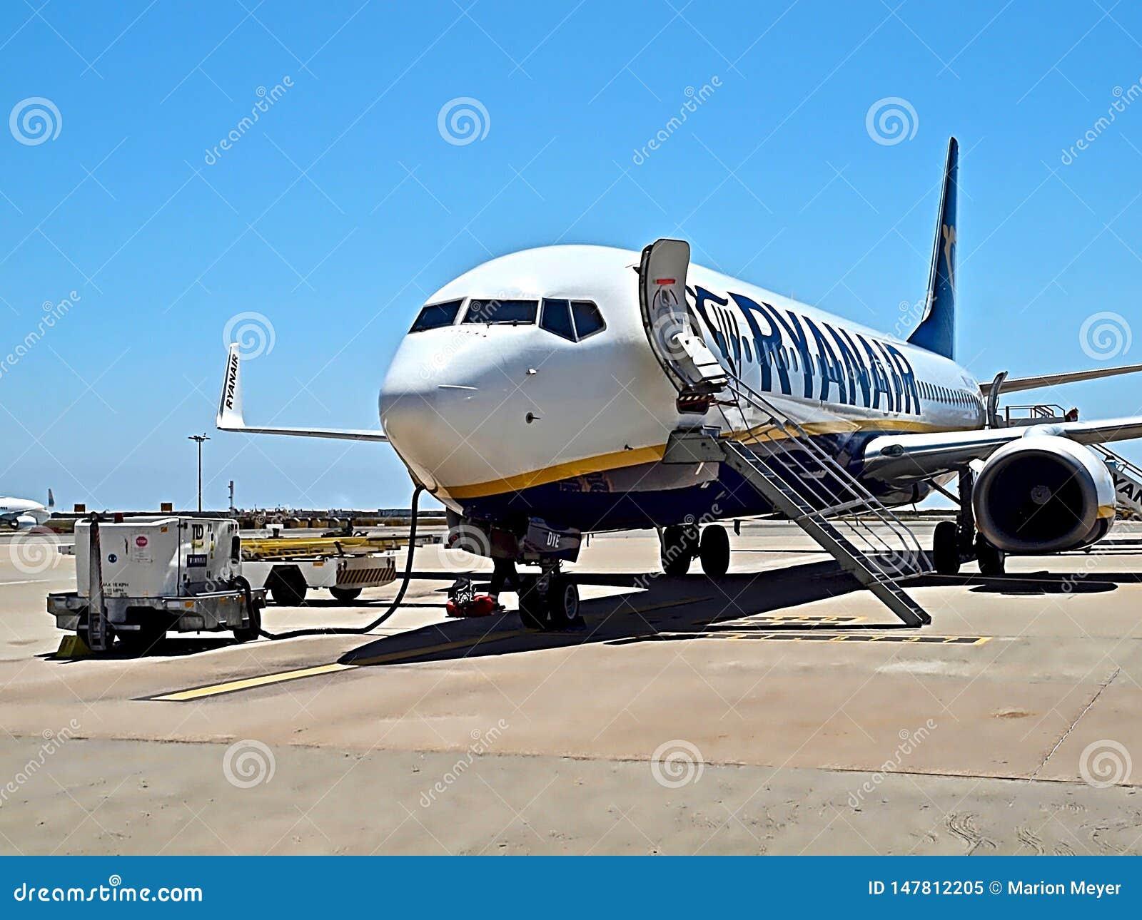 Ryanair-vliegtuig bij een luchthaven