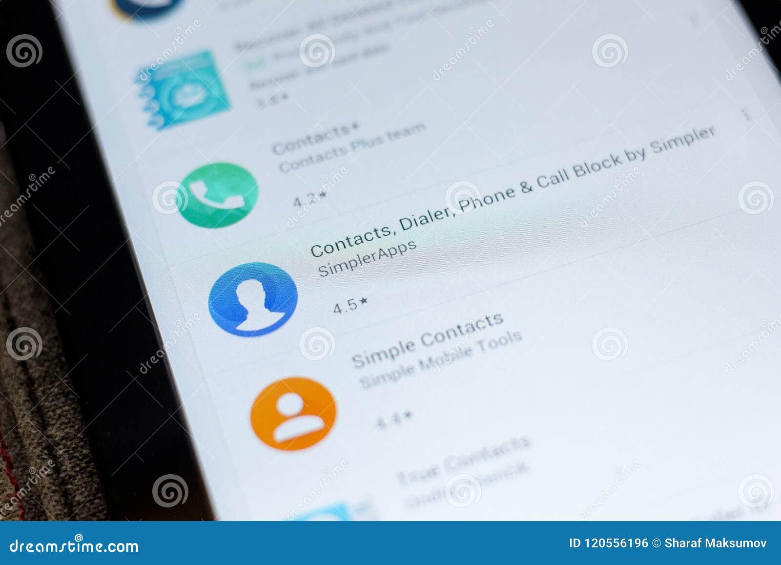 Ryazan, Rusland - Juli 03, 2018: Contacten, Dialer, Telefoon en het pictogram van het Vraagblok in de lijst van mobiele apps