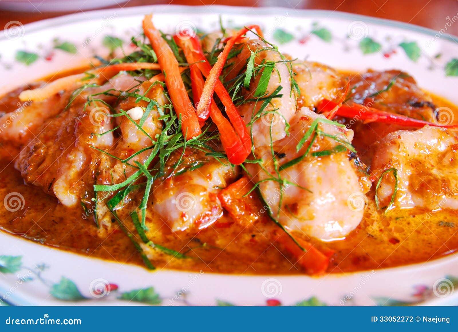 Rybi polędwicowy w wysuszonym czerwonym currym