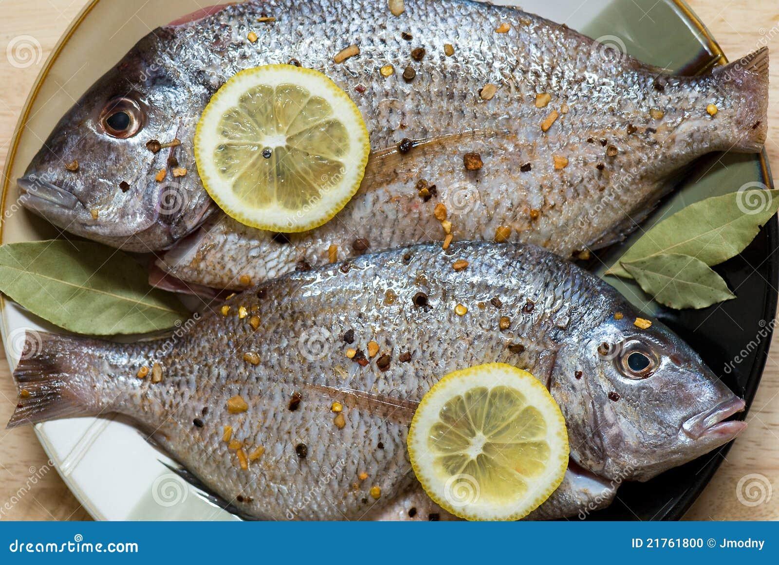 Rybi surowy