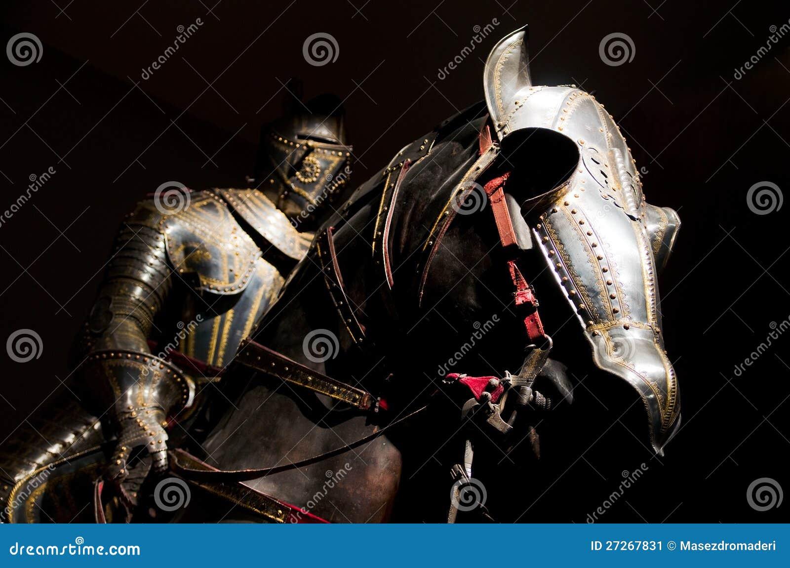 Rycerza i konia opancerzenie przy Musee De l Armee, Paryż