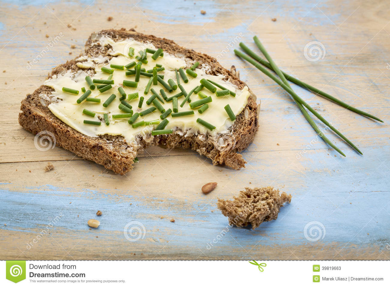 butter toast recipes dishmaps creamed mushrooms on chive butter toast ...