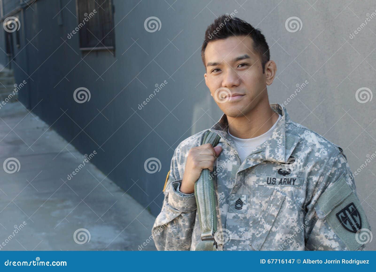 Ryggsäck för innehav för amerikansk soldat för barn etniskt tvetydig
